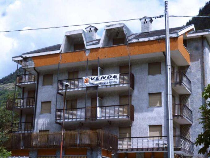 Albergo-vendita-la-salle-7